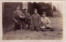 Opname van Arij van Liere (2de van rechts) in militaire diensttijd, datum onbekend